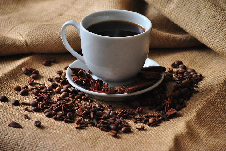 taza de cafe quien se queda con el dinero